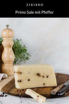 Der Käse Primo Sale mit Pfeffer der Manufaktur Gaetello aus Sizilien ist ein frischer Weichkäse. Der Käse wird ausschließlich aus der Schafsmilch und Milch von silzilianischen Bauernhöfen hergestellt. Im Geschmack glänzt der Käse durch sein delikates Aroma und seine Würze. Dishes, Italian Cheese, Sicily, Pepper, Easy Meals, Plate, Tableware, Cutlery, Dish