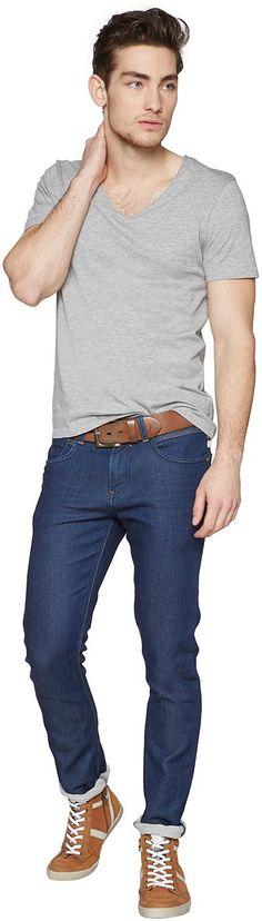 Schmale Jeans mit Ziernähten für Männer (unifarben) aus Denim mit kleinem Stretch-Anteil, mit Bleachings, Crinkles und Destroys, Backpockets mit Ziernähten. Material: 92 % Baumwolle 7 % Polyester 1 % Elasthan...