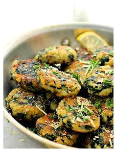 Spinach and Garlic Potato Patties - Delicious and flavorful Patties made with a mixture of potatoes, spinach and garlic. You can even substitute the potatoes with sweet potatoes. Leftover Mashed Potatoes, Mashed Potato Recipes, Spinach Recipes, Potato Dishes, Vegetable Recipes, Food Dishes, Vegetarian Recipes, Cooking Recipes, Healthy Recipes