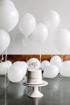 One-year-old white naked smash cake with white balloons. How sweet was this session? // Knoxville Minimal Family Portrait Photography // First Birthday Smash Cake Photos // Suzy Collins Photography Boys First Birthday Party Ideas, Birthday Girl Pictures, Birthday Themes For Boys, Baby Boy First Birthday, First Birthday Photos, Baby Cake Smash, Birthday Cake Smash, First Birthday Cakes, 1 Year Old Birthday Cake