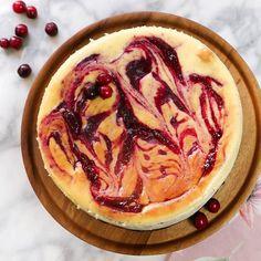 Cheesecake de Arándanos con costra de #oreos porque todo sabe mejor con un poco de chocolate  después de una receta saludable la semana pasada toca algo goloso  les dejo el link de la receta  arriba en la bio o puedes entrar en chokolatpimienta.com directamente  está receta fue una locura en La Oficina de mi esposo espero a ustedes también les encante #chokolatpimienta #food #blog #foodblog #foodblogger #yum #yummy #delicious #food #foodporn #foodie #foodlover #foodphoto #photooftheday…