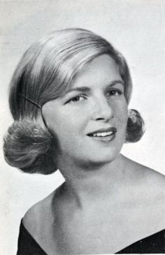 Linda Eastman (McCartney) Paul's future wife, graduation photograph in the 1961 edition of the Promethean, Vermont College's yearbook. The Beatles 1, Beatles Photos, Linda Eastman, Paul And Linda Mccartney, Sir Paul, John Paul, The Fab Four, Wife And Girlfriend, A Day In Life