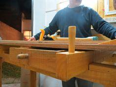 Algunos detalles de la mesa de carpintero... Carpenter table entirely built with wood from pallets.