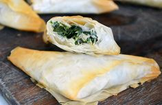 Kale Spanikopita Triangles - Dinner with Julie — Dinner with Julie Dinner with JulieKale Spanikopita Triangles Pita Recipes, Gourmet Recipes, Appetizer Recipes, Soup Recipes, Vegetarian Recipes, Healthy Recipes, Appetizers, A Saucerful Of Secrets, Greek Meze