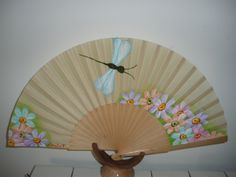 Libelula Fancy Hands, Fan Decoration, One Stroke Painting, Classic Paintings, Hand Fans, Antiques, Gifts, Lady, Ideas