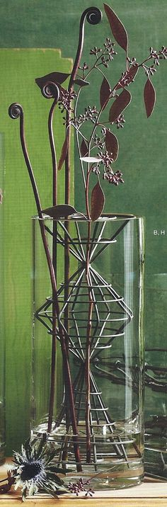 Glass Vase with Architectural Frog - Medium Cylinder with Tall Totem Frog Welding Art, Welding Projects, Wood Projects, Projects To Try, Rusted Metal, Heavy Metal, Metalarte, Vine Trellis, Garden Junk