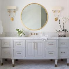 Bathroom Niche - Design photos, ideas and inspiration. Amazing gallery of interior design and decorating ideas of Bathroom Niche in bathrooms by elite interior designers - Page 150 Gold Mirror Bathroom, Gold Vanity Mirror, Bathroom Niche, Gray Vanity, Bathroom Ideas, Light Grey Paint Colors, Niche Design, Kitchen And Bath Design, Visual Comfort