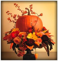fall arrangement on black spray painted upside down glass sundae dish works for Fall as well as Eerie for Halloween d?cor just add Raven bird Fall Floral Arrangements, Halloween Flower Arrangements, Floral Centerpieces, Autumn Decorating, Decorating Ideas, Decor Ideas, Fall Projects, Deco Table, Fall Flowers