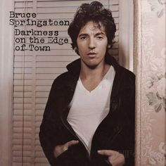Carátulas de música Frontal de Bruce Springsteen - Darkness On The Edge Of Town. Portada cover Frontal de Bruce Springsteen - Darkness On The Edge Of Town Top Albums, Great Albums, Music Albums, Lps, Rock Album Covers, Classic Album Covers, American Music Awards, Vinyl Lp, Vinyl Records