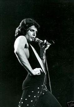 Freddie Mercury....loveeeee QUEEN.
