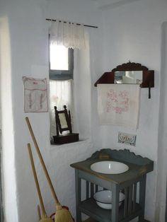Parasztházak - Csicsóka Tájház - Biharkeresztes - Alföld Farmhouse Interior, Country Farmhouse, Homestead House, Romantic Cottage, Traditional House, Art And Architecture, Cottage Style, Vintage Decor, Stylus