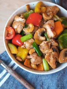 Spicy chicken wok with cashew nuts and sesame-Spicy kyllingwok med cashewnøtter og sesam Spicy Chicken Wok – Sugar Free Everyday - Asian Recipes, Healthy Recipes, Ethnic Recipes, Healthy Meals, Seafood Recipes, Cooking Recipes, Clean Eating, Food Porn, Good Food