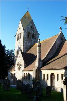 1 This roof style is a 4-faced steeply pitched roof rising to a point from a base of four gables. It is seen on mostly older churches or English style buildings.