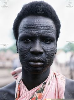 Africa | A very elaborate scarification decorates the face of a Southern Sudanese Tribesman. | © Africa24 Media/Camerapix/Mohmed Amin/Duncan Willetts)
