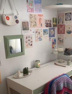 Indie Room Decor, Cute Room Decor, Aesthetic Room Decor, Room Design Bedroom, Room Ideas Bedroom, Bedroom Decor, Bedroom Inspo, Study Room Decor, Room Wall Decor