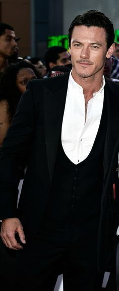 Ever since seeing the 2nd Hobbit I've fallen in love with Luke Evans!