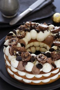 Looking for the most amazing number cake recipe? This Ferrero Rocher cream tart number cake is definitely a must - perfect for any occasion! Healthy Cake Recipes, Sweet Recipes, Dessert Recipes, Ferrero Rocher, Hazelnut Cookies, Good Food, Yummy Food, Number Cakes, Cupcakes