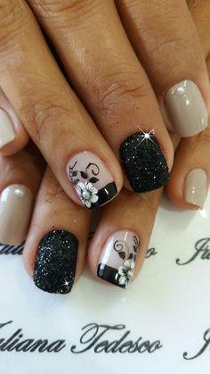 Uñas lindas Short Nails Art, Pretty Nail Art, Elegant Nails, Hot Nails, Nail Shop, Flower Nails, Easy Nail Art, Cool Nail Designs, Creative Nails