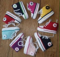 Baby Knitting Patterns Booties Baby Chucks - Is the name a trademark infringement? (Trademark infringement B . Baby Converse, Tenis Converse, Converse Shoes, Crochet Converse, Crochet Baby Booties, Hat Crochet, Free Crochet, Baby Knitting Patterns, Crochet Patterns