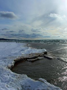 the lake (or the inland sea, as a british friend called it) in winter. Michigan Facts, Miss Michigan, Michigan Ohio, Michigan Vacations, Michigan Travel, Oh The Places You'll Go, Places To Visit, Mackinac Bridge, Impressive Image