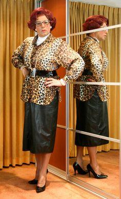 Mrs Wanda Nylon wearing her black leather skirt