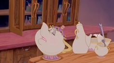 Clutch Characters: Mrs. Potts | Oh My Disney