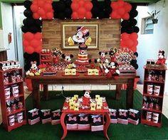 Resultado de imagem para decoração de aniversario da minnie vermelha Minnie Mouse Birthday Theme, Red Birthday Party, Mickey Mouse Parties, Mickey Party, Girl Birthday, Mickey Minnie Mouse, First Birthdays, Minne, Tema Disney
