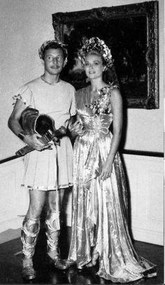Con Oleg Cassini, vestida de Helena de Troya