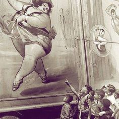 """The """"fat lady"""" pictured on a circus car, 16th century. Especially in England, the freak shows were an important source of entertainment. The ladies of great posture received $ 1 per pound, per show. In reality, the women often weighed less than the images initially suggested. . . 📸: Unknown. Contact for credits."""