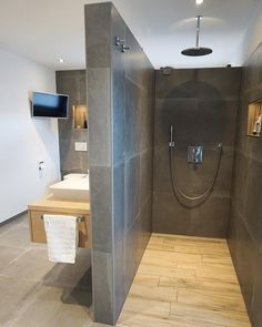 All Details You Need to Know About Home Decoration - Modern Bathtub, Renovations, Small Bathroom, Bathroom Decor, Industrial Bathroom, Bathroom Remodel Shower, Interior, Dressing Room, Bathroom