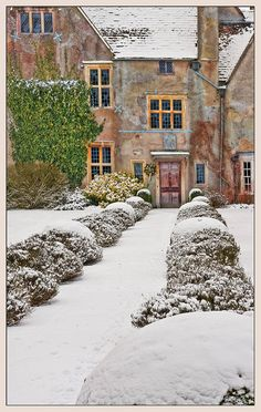 Avebury Manor, Wiltshire, England (by Philip Selby on Flickr)