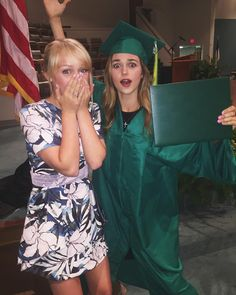 When you graduate & ur bestie is there for ya Robertson Family, Sadie Robertson, Jep And Jessica, Duck Commander, Christian Girls, Duck Dynasty, Great Tv Shows, Girl Gang, Celebs