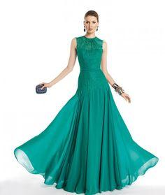 Modelo Tassara. Vestidos de fiesta 2014 confeccionados en encjae. Nueva coleccion de modelos de Pronovias.