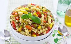 Pasta salad with chicken and bacon Salad Recipes Video, Pasta Salad Recipes, Fusilli, Ratatouille, Lemon Pasta Salads, Vegan Peanut Sauce, Nutrition, Bacon Recipes, Stuffed Peppers