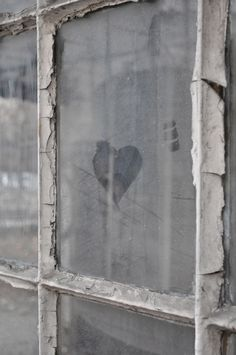 The Heart of a Window.sweet, another simple picture opp.just have a picture made in front of an old dirty window and you are each drawing a side of the heart and connecting it together at the bottom. Home Bild, Header Pictures, Ivy House, I Love Heart, My Funny Valentine, Valentines, Through The Window, Jolie Photo, 50 Shades Of Grey