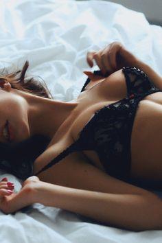 boudoir photo shoot, black lace