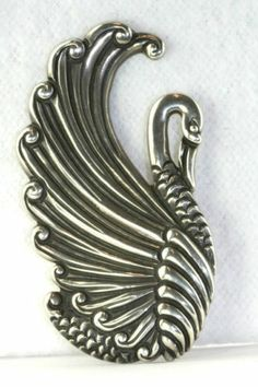 VINTAGE LARGE MARGOT DE TAXCO MEXICAN STERLING SILVER SWAN PIN