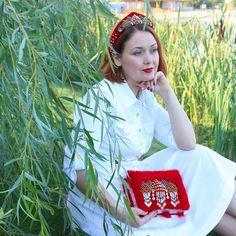 """Комплект """"Красная Москва"""" собрал море комплиментов на выставке """"Бижутерия. От винтажа до наших дней"""" и остался жить в Москве! И это самое главное 😉 #бархатнаяреволюция"""