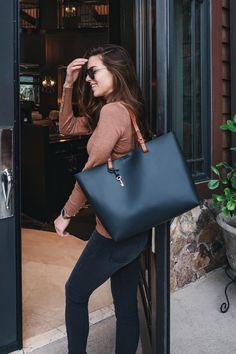 Nichole Ciott of Vanilla Extract travels in style with our customizable leather Rachel tote. via @nicholeciotti