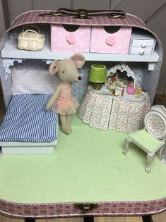 Maileg Big Sister Mouse Ballerina is very comfortable in her beautiful bedroom boudoir. On the dressing table are a selection of perfumes, a powder compact, a lipstick and a pretty table lamp. Under the curtains of the dressing table is a little shelf with a pair of scissors and