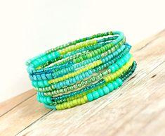 shimmering mermaid green memory wire bracelet par pixiestrinkets, $12.00