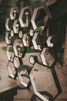 Geometric wedding inspiration for the modern chic couples Hexagon backdrop. For sweetheart table or Deseret table Geometrical designs are ALL the rage right now! This new modern style is timeless and should definitely be added to your wedding day! Altar Decorations, Diy Wedding Decorations, Inspiration Design, Wedding Inspiration, Wedding Ideas, Sweetheart Table Backdrop, Wedding Photo Walls, Wedding Stage, Backdrop Wedding