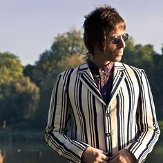 The Spring/Summer collection has dropped. Think Britpop Parka meets Boat Race Gent meets Liam Gallagher In A Forest. Modern Mens Fashion, Mod Fashion, Fashion Rocks, Liam And Noel, Mod Hair, Fred Perry Polo, Harrington Jacket, Liam Gallagher, Britpop