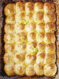 Tear 'n' share garlic bread