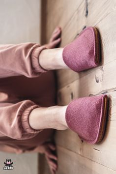 Light burgundy slippers for women. Perfect burgundy home decor idea. #burgundy #burgundyhome #burgundyinterior #burgundyslippers #houseslippers Cosy Home Decor, Natural Rubber Latex, Felted Slippers, Womens Slippers, House Colors, Customized Gifts, Wool Felt, Gifts For Women, Best Gifts