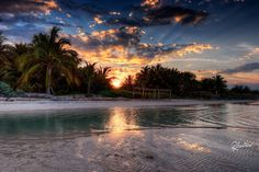 https://flic.kr/p/w83tvN   A sunset in Cayo Guillermo   Discover more about my photography, let me introduce myself    High resolution prints of my photos are available @  RMantero.com  The sunset in Cayo Guillermo is not on the sea, the sun goes down between the palmtrees. It is just a matter to find the right place where to shoot, the correct afternoon and the perfect clouds and the trick is done!