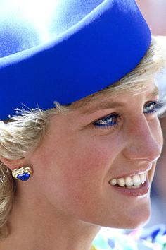 31 Jan 1988 Diana attends St Andrews church for Sunday service during the royal tour of Australia. (Date CT) Princess Diana Jewelry, Princess Diana Fashion, Princess Diana Pictures, Lady Diana Spencer, Real Princess, Princess Of Wales, Prinz William, Sophie Marceau, Diane