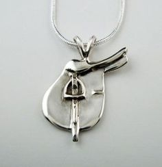 Sterling silver saddle pendant necklace You are in the right place about jewelry storage Here we offer you the most … Equestrian Jewelry, Horse Jewelry, Equestrian Fashion, Equestrian Style, Jewelry Box, Jewelry Making, Cheap Silver Rings, Mens Silver Rings, Silver Chains
