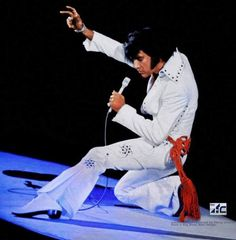 An excellent shot (not posed -- Elvis didn't do posed publicity photos after from the afternoon show in Los Angeles, taken by Ed Bonja. Elvis Presley Concerts, Elvis In Concert, Elvis Presley Photos, Tupelo Mississippi, Pirate Kids, Tom Parker, People Of Interest, Most Handsome Men, Thats The Way