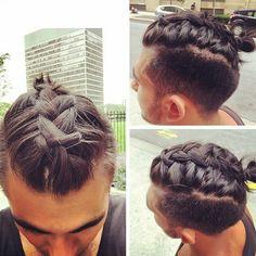 """Sau undercut và man bun, giờ đây các chàng trai sành điệu trên thế giới lại đang """"phát sốt"""" với xu hướng tóc mới: tóc tết """"man braid""""."""